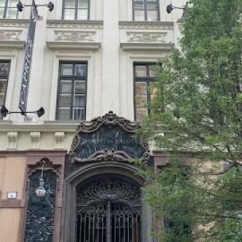 Dorottya utcában kiadó lakás